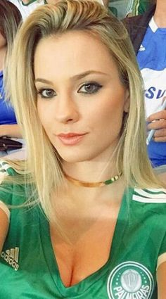 Hot Football Fans, Football Girls, Soccer Fans, Pretty Eyes, Beautiful Eyes, Beautiful Women, Muslim Beauty, Beautiful Athletes, Tv Girls