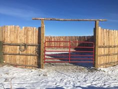 Ranch Farm, Ranch Life, Round Pens For Horses, Trail Riding Horses, Barn Shop, Cowboy Gear, Backyard Farming, Draft Horses, Horse Training
