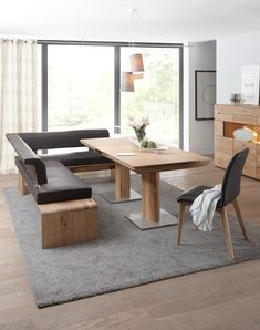 In the special interplay of good taste and exclusive claim, this .- Im besonderen Zusammenspiel von gutem Geschmack & exklusivem Anspruch wird diese… In the special interplay of good taste and … - Dining Room Corner, Dining Room Walls, Dining Table, Balcony Chairs, Balcony Furniture, Wood Table Design, Woodworking Furniture Plans, Café Bar, Built In Bookcase