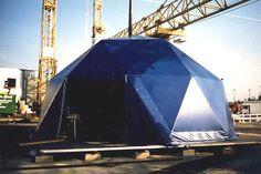 Géode 78 m², 10 m de diamètre, toile opaque bleue , 1 ouverture et 1 sortie de secours, sans plancher.