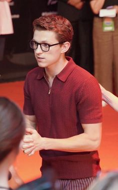 Pin by daydreaming chaos on Tom Holland ♡ Tom Holland Peter Parker, Tom Holland Haircut, Tom Holand, Baby Toms, Tommy Boy, Dc Memes, Men's Toms, Marvel Actors, Robert Downey Jr