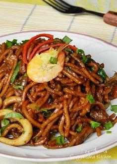 mee goreng jawa :D Malaysian Cuisine, Malaysian Food, Asian Recipes, Healthy Recipes, Ethnic Recipes, Asian Foods, Healthy Food, Mie Goreng Recipe, Seafood Recipes