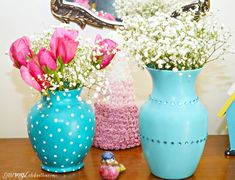 Banish the boring vase! Use paint & gems for a pretty glass vase makeover of your plain florist vases! Little Miss Celebration for PinkWhen Halloween Candelabra, Paper Flower Arrangements, Paper Vase, Deer Decor, Vase Crafts, Diy Rustic Decor, Painted Vases, Vases Decor, Diy Painting