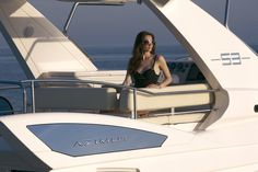 Azimut 53 - Flybridge view with model