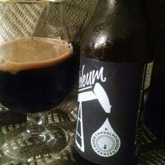 Cerveja Petroleum Carvalho Francês, estilo Russian Imperial Stout, produzida por DUM Cervejaria, Brasil. 12% ABV de álcool.
