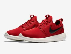 5b7cd6cfea39a Roshe Two Low Lifestyle Shoes Dark Cayenne Black