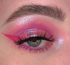 Discovered by lila. Find images and videos about pink, art and aesthetic on We Heart It - the app to get lost in what you love. Edgy Makeup, Makeup Eye Looks, Eye Makeup Art, Pink Makeup, Cute Makeup, Makeup Goals, Pretty Makeup, Colorful Makeup, Makeup Inspo
