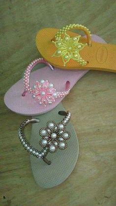 Great simple, yet elegant design for a custom flip flop Crochet Sandals, Crochet Shoes, Crochet Slippers, Beaded Shoes, Beaded Sandals, Beaded Jewelry, Bling Flip Flops, Flip Flop Sandals, Flip Flop Craft