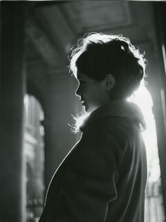 Anni Faigue in profile, 1958. Photo by Robert Doisneau.