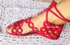 Encontré estas lindas sandalias hechas en crochet están muy sencilla de realizar se compran las suelas y hay unas rueditas que venden en alg... Crochet Sandals, Crochet Shoes, Crochet Slippers, Love Crochet, Crochet Dolls, Knit Crochet, Bare Foot Sandals, Shoes Sandals, Make Your Own Shoes