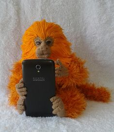 Mico leão dourado amigurumi #micoleaodourado #micoleao #goldenlyontamarin Crochet Monkey, Monkeys, Magnolia, Flora, Winter Hats, Board, Crochet Lion, Black Lion, Security Lock