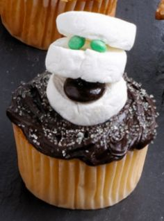 find this pin and more on halloween by pipiabogado awesome halloween cupcake ideas - Halloween Decorated Cupcakes