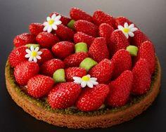 """Diaporama """"Les 10 plus jolies tartes aux fraises"""" - Tarte fraises et pistaches"""