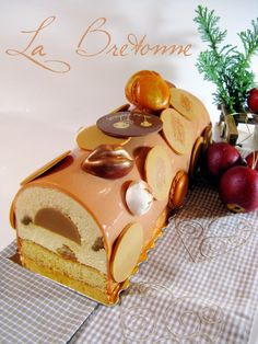 La Bretonne - Christmas Yule Log 2014 - - With my man, we sometimes play silly games that are useless except passing the time. Fancy Desserts, Köstliche Desserts, Plated Desserts, Delicious Desserts, Dessert Recipes, Mousse Caramel, Caramelised Apples, Log Cake, Mousse Cake