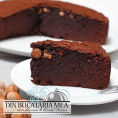Un chec delicios cu multa ciocolata, fin si cremos in acelasi timp, foarte consistent, asa de consistent incat va recomandat sa tai... Pastry And Bakery, Loaf Cake, Chocolate Lovers, Something Sweet, Cake Cookies, Cake Recipes, Food And Drink, Cooking Recipes, Yummy Food