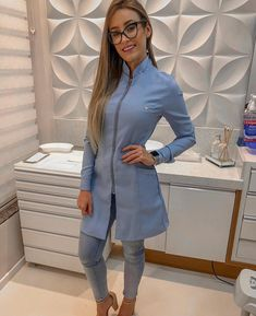 Awful Emergency Dentist Home Remedies Spa Uniform, Scrubs Uniform, Dental Uniforms, Beauty Tunics, Stylish Scrubs, Beauty Uniforms, Scrubs Outfit, Nail Designer, Lab Coats
