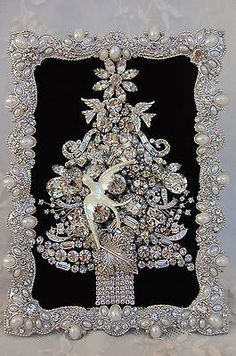 vintage jewelry framed Christmas tree * all clear rhinestones & crystals *