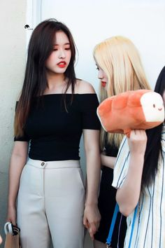 Photo album containing 16 pictures of Olivia Hye Kpop Girl Groups, Korean Girl Groups, Kpop Girls, Extended Play, Bubbline, Olivia Hye, Your Girl, Me As A Girlfriend, South Korean Girls