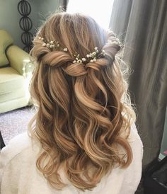 Prom hair, bridesmaid hair ve hair styles. Prom Hairstyles For Long Hair, Flower Girl Hairstyles, Down Hairstyles, Hairstyle Wedding, Hairstyles For Weddings, Curled Hairstyles For Medium Hair, Hairstyle Ideas, Updo Hairstyle, Clubbing Hairstyles