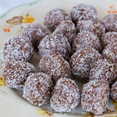 I Quit Sugar - Choc-Cashew Bliss Balls Substitute with coconut flour! Raw Desserts, Sugar Free Desserts, Sugar Free Recipes, Raw Food Recipes, Snack Recipes, Date Sugar Recipes, Sweets Recipes, Cooking Recipes, No Sugar Foods