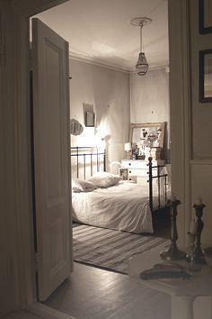 the beauty of minimalist living, neutral tones, white tones, minimal style, minimal home decor, cream tones, white bedding, simple design