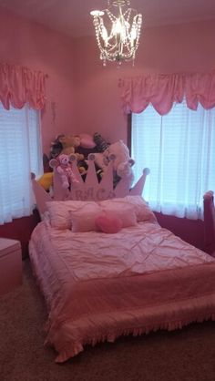 Princess room with crown headboard that doubles as corner storage for stuffed animals & Crown Twin Headboard | PRINCESS BEDROOM Ideas | Pinterest | Crown ...