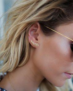 No Piercing Dragonfly Upper Top Helix Ear Cuff/fake faux piercing/piercing imitation/ear sweep climber/oreille manchette/ohr oberen knorpel - Custom Jewelry Ideas Ear Jewelry, Cute Jewelry, Crystal Jewelry, Jewelry Accessories, Jewellery, Jewelry Ideas, Gold Bar Earrings, Tiny Stud Earrings, Diamond Earrings