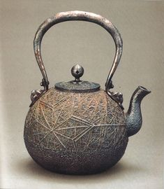 You will discover all kinds of cast iron pots, pans, frying pans, tea kettles, and even large dutch ovens. Those who regularly utilize cast iron swear by it's versatility and durability. Japanese Furniture, Ceramic Teapots, Teapots And Cups, Tea Art, Coffee Set, Tea Ceremony, Metal Casting, Tea Cups, Vintage Japanese