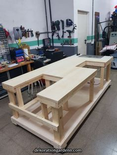 Garage table Garage table Related Post 3 Great Router Jigs – Woodworking Tools R. Guides et Astuces de Bricolage – 5 Bliss ideas: Woodworking Signs woodworking palle. Buy New Electric Wood Chisel Carving Tool Hammer C. Workbench Plans Diy, Table Saw Workbench, Mobile Workbench, Woodworking Bench Plans, Garage Tools, Woodworking Workbench, Woodworking Projects Diy, Diy Wood Projects, Woodworking Shop