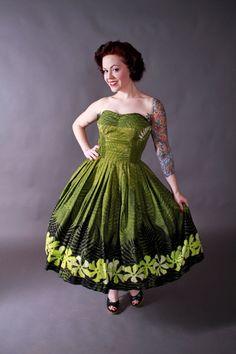 Vintage 1950s dress - fantastic Alfred Shaheen strapless Hawaiian bombshell dress via FabGabs.