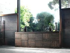 Muebl auxiliar de estilo étnico Dining Room Furniture, Garage Doors, Outdoor Decor, Home Decor, Credenzas, Ethnic Style, Home, Searching, Decoration Home