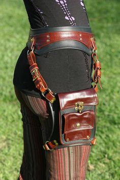 Steampunk thigh holster bag and belt made custom by Doc Stones Steampunk Shop, Steampunk Accessoires, Steampunk Costume, Steampunk Clothing, Steampunk Fashion, Fantasy Costumes, Cosplay Costumes, Moda Country, Hip Bag