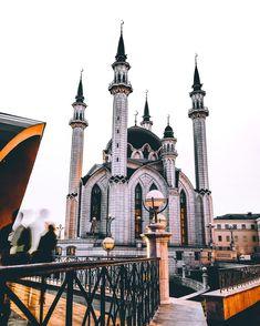 """Rustam Shagimordanov auf Instagram: """"Привет, Казань! Город встретил ярким солнцем и потрясающей архитектурой! На фотографии Мечеть Кул Шариф☪"""""""