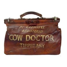 A Cow Doctor leather satchel. For your back kitchen entry Vintage Luggage, Vintage Bags, Look Vintage, Retro, Kitsch, Just In Case, Fashion Art, Purses And Bags, Old Things