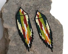 Huichol earrings Indian earrings Native american Beaded earrings American indian Colorful earrings T Beaded Earrings Native, Beaded Earrings Patterns, Indian Earrings, Tribal Earrings, Seed Bead Earrings, Diy Earrings, Beaded Jewelry, Hoop Earrings, Indian Jewelry