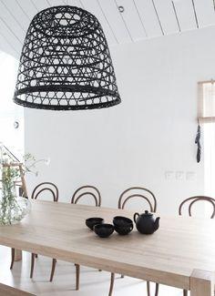 Lámpara hecha con una cesta