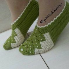Making of new female booties model 12 – Knitting News Lace Knitting, Baby Knitting Patterns, Knitting Stitches, Knitting Designs, Knitting Socks, Knitted Slippers, Knitted Gloves, Gloves Fashion, Womens Slippers