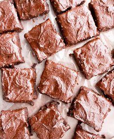 Ένα γλυκό χωρίς ζάχαρη, χωρίς αλεύρι με πολλή σοκολάτα από την Αργυρώ Μπαρμπαρίγου! Ιδανικό για όσους κάνουν ειδική διατροφή.