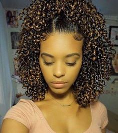 Do you like your wavy hair and do not change it for anything? But it's not always easy to put your curls in value … Need some hairstyle ideas to magnify your wavy hair? Easy Updos For Medium Hair, Medium Hair Styles, Curly Hair Styles, Natural Hair Styles, Curly Hairstyles For Medium Hair, Extreme Hair Growth, Long Hair Tips, Glossy Hair, Natural Hair Inspiration