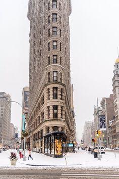First snow fall in New York in 2017 at The Flatiron by Javan Ng @javanng   newyork newyorkcity newyorkcityfeelings nyc brooklyn queens the bronx staten island manhattan
