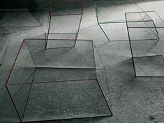 Table basse Wireframe 75 x 87 cm - Glas Italia Déclinaison : Transparent - Arêtes noir Marque : Glas Italia Designer : Piero Lissoni