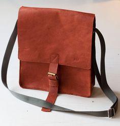 Listonoszka. Zobacz więcej zdjęć na stronie. #messangerbag #leatherbag #listonoszka #skoranaturalna