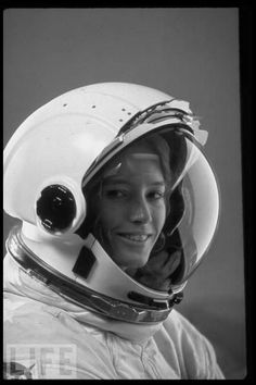 Anna Fisher, NASA astronaut, chemist, Emergency physician -first mother in space © John Bryson-Time and Life Pictures Space Shuttle, Anna Fisher, Astronaut Helmet, Astronaut Space Suit, Nasa Astronauts, Space Girl, E Mc2, Space Race, Space And Astronomy