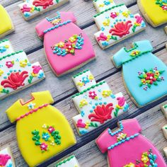 cute cookies for a fiesta party Fancy Cookies, Iced Cookies, Cute Cookies, Royal Icing Cookies, Cupcake Cookies, Sugar Cookies, Mexican Cookies, Cookie Time, Baby Shower Cookies