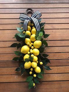 Lemon wreath eucalyptus wreath summer wreath front door wreath front porch wreath boxwood and lemons natural wreath greenery wreath Front Door Decor, Wreaths For Front Door, Door Wreaths, Yarn Wreaths, Floral Wreaths, Burlap Wreaths, Summer Front Porches, Lemon Kitchen Decor, Kitchen Ideas