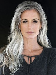 Tips with regard to great looking women's hair. An individual's hair is without a doubt exactly what can easily define you as a person. To numerous men and women it is important to have a great hair do. Hairstyle For Round Face. Hair and beauty. Pelo Color Plata, Long Gray Hair, Long Silver Hair, Gold Hair, Grey Hair Over 50, Silver Grey Hair Gray Hairstyles, Grey Hair Natural, Curly Gray Hair, Silver Fox Hair