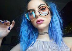 Sophie Hannah Richardson. Coiffure. Hair. Bleu. Blue. Glasses. Lunettes. Vernis. Blue. Nails. Ongles. Neon Hair, Pastel Hair, Bright Blue Hair, Colorful Hair, Unnatural Hair Color, Dip Dye Hair, Extreme Hair, Alternative Hair, Coloured Hair