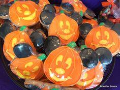 Mickey Pumpkin Cookies || (photo credit: heather sievers || disneyfoodblog)