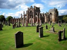 Inspiring Must See Places In Scotland -  Melrose Abbey