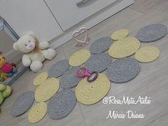 """Da série... """"Tapetes lindos"""" #tapete #dedesecco #decorkids #kids #babygirl #quartodebebe #pinterest #natoca #mariaflor #julia #crochet #arte #handmade #estrangeiras #susimiu"""